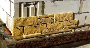 фасадный камень мокрым способом
